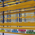 ONE2ID Lagerregaletiketten mit Farbcodierung