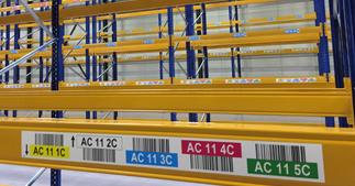 ONE2ID Lageretiketten Regale mit Farben und Strichcode