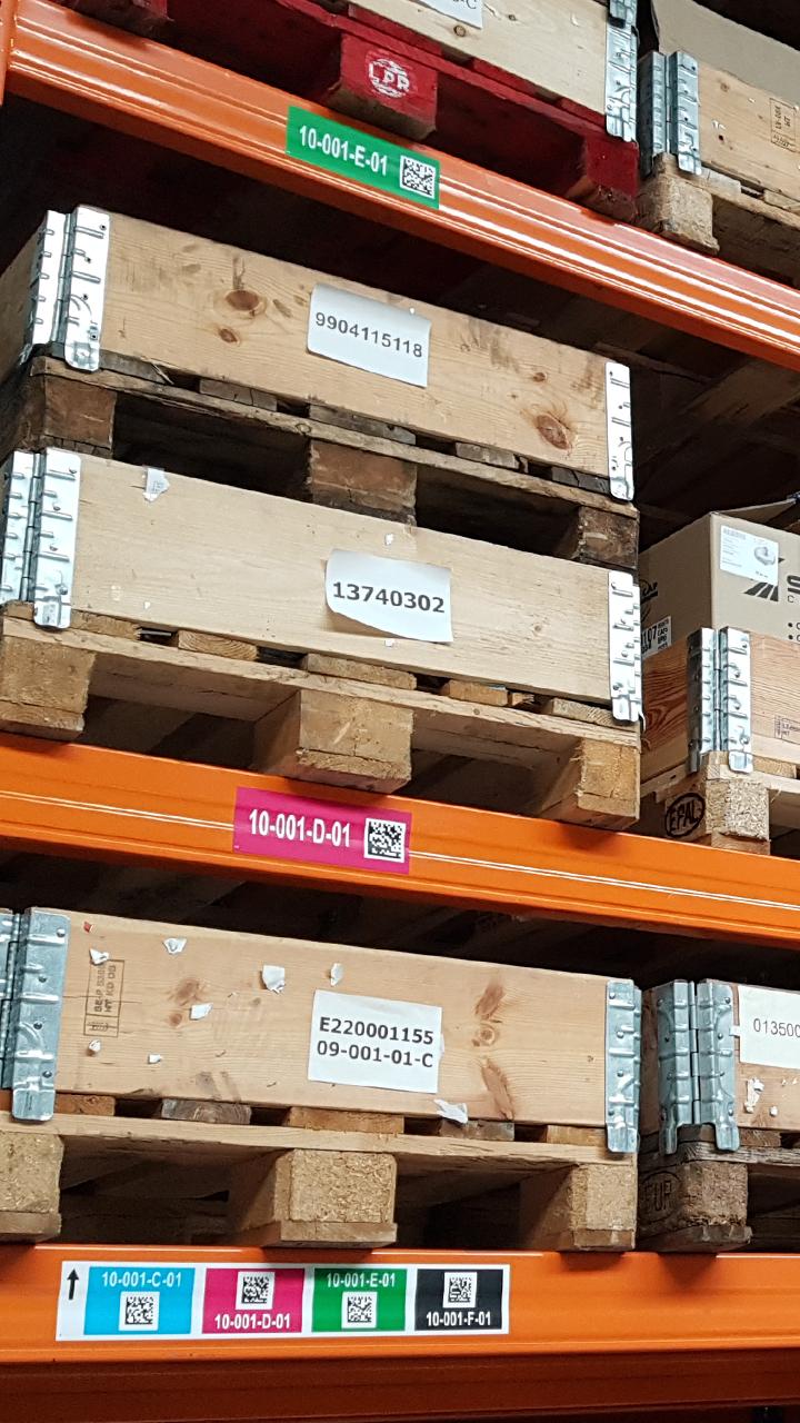 ONE2ID Lagerregaletiketten mit Farbcodierung und Data-Matrix Code