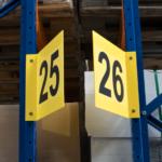 ONE2ID Lagerschilder Regale, Gänge, Halle V-Schild
