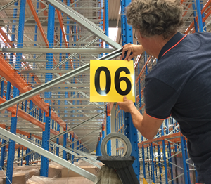 ONE2ID agerschilder montieren aufhängen