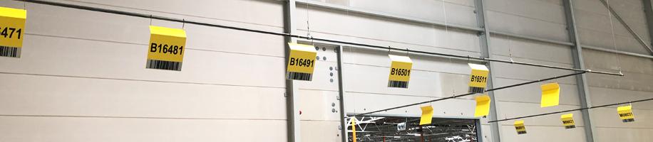 ONE2ID Montieren von hängenden Schildern Lagerkennzeichnung